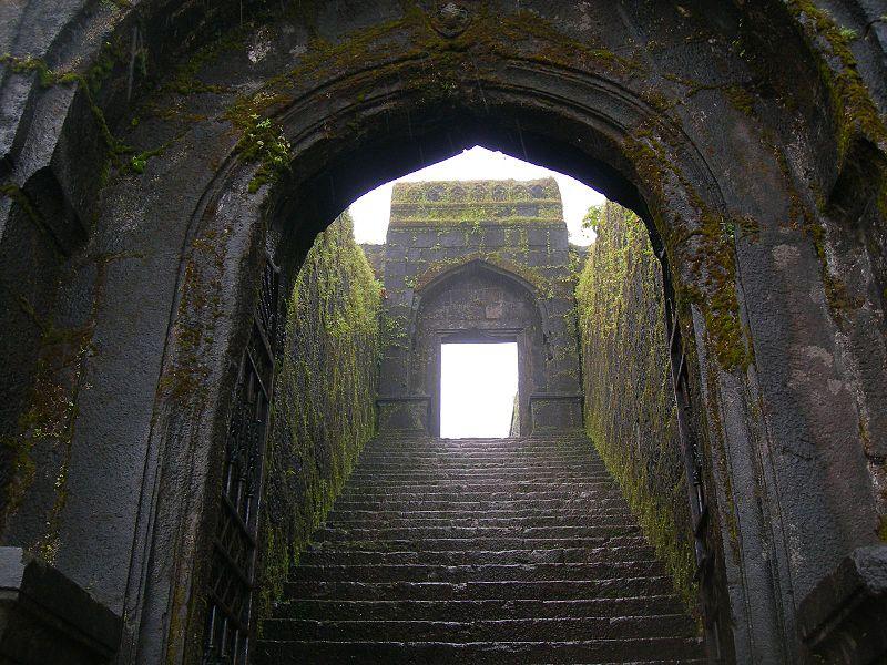 Raigad-Darwaja_(The_Gate)