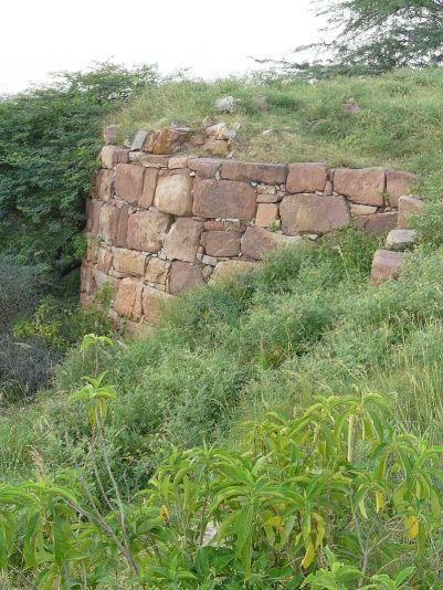 The_bastion_of_Lal_Kot_fort,_Mehrauli,_Delhi