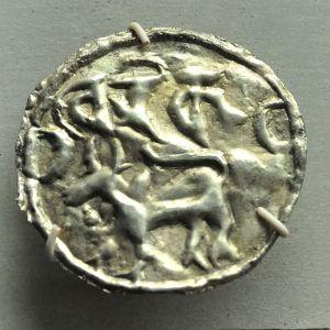 800px-Coin_-_Silver_-_Circa_9-10th_Century_13th_Century_CE_-_Harikela_Kingdom_-_ACCN_90-C2752_-_Indian_Museum_-_Kolkata_2014-04-04_4303